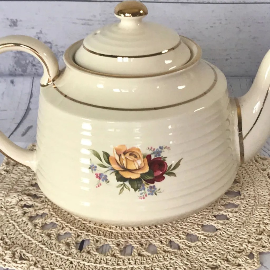 Wickstead's–Home-&-Living–English-Sadler-Rose-&-Forget-me-not-Teapot-(9)