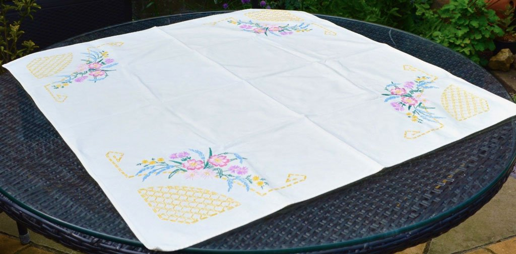 Wickstead's-Home-&-Living-Table-linens-Tea-Table-Cloth-Coloured–Embroidery-Small–Square-Tablecloth-(3)