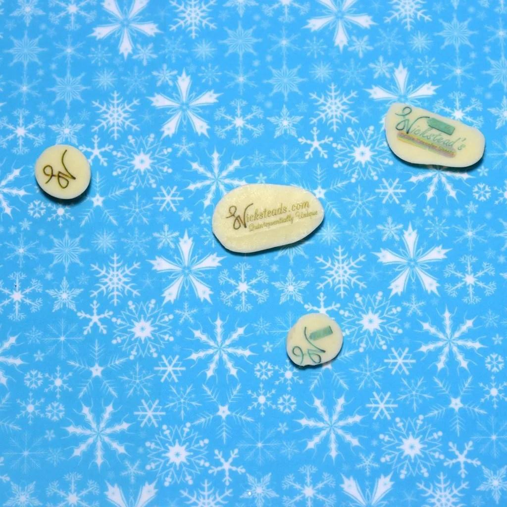 Wickstead's-Eat-Me-Edible-Meringue-&-Chocolate-Transfer-Sheets–Winter-Wonderland-Bright-Blue-Frozen-Ice-Snowflakes-Chintz-(3)
