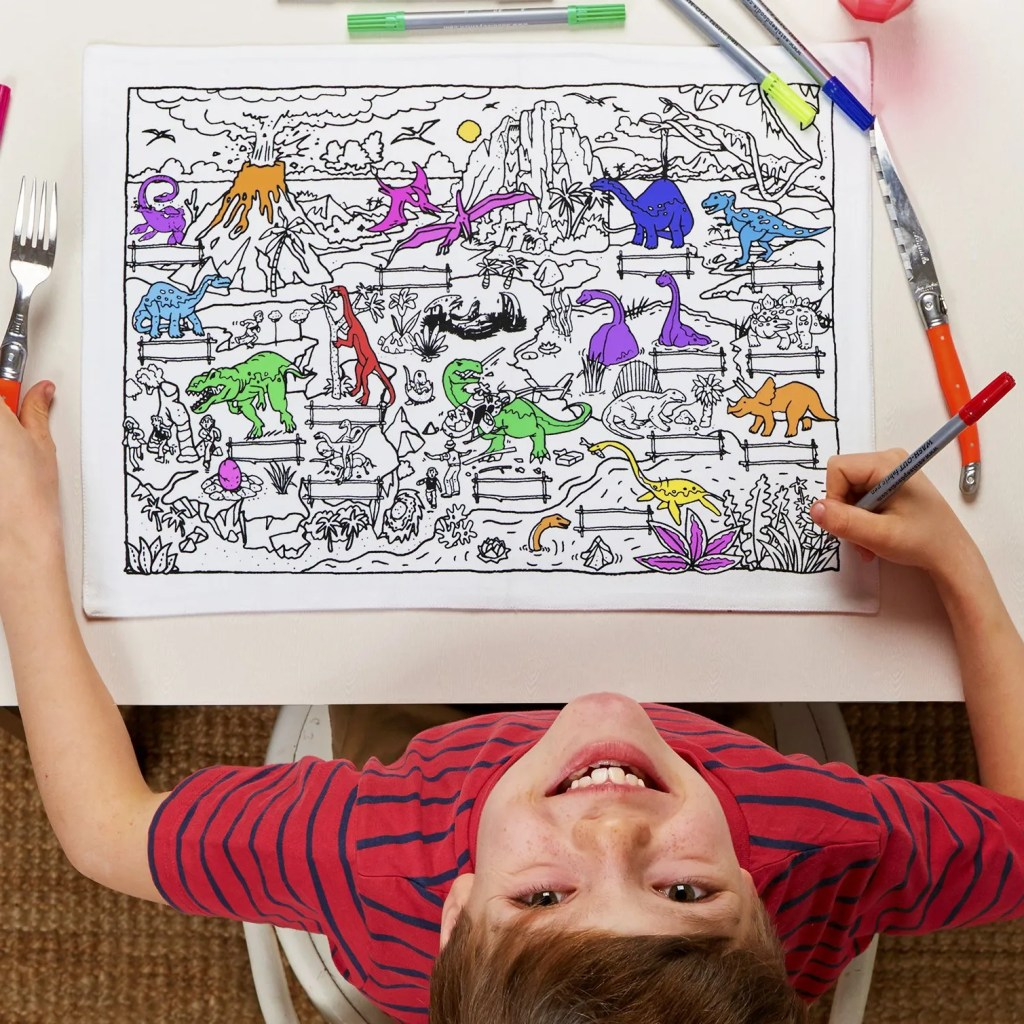 DINPTG colour & learn dinosaur placemat to go – lifestyle 4