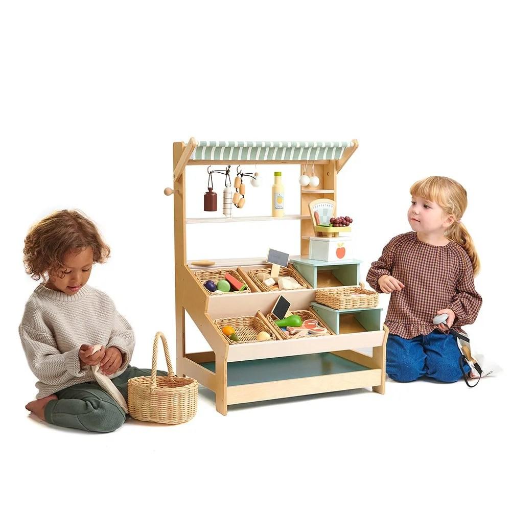 TL8258 market with 2 children