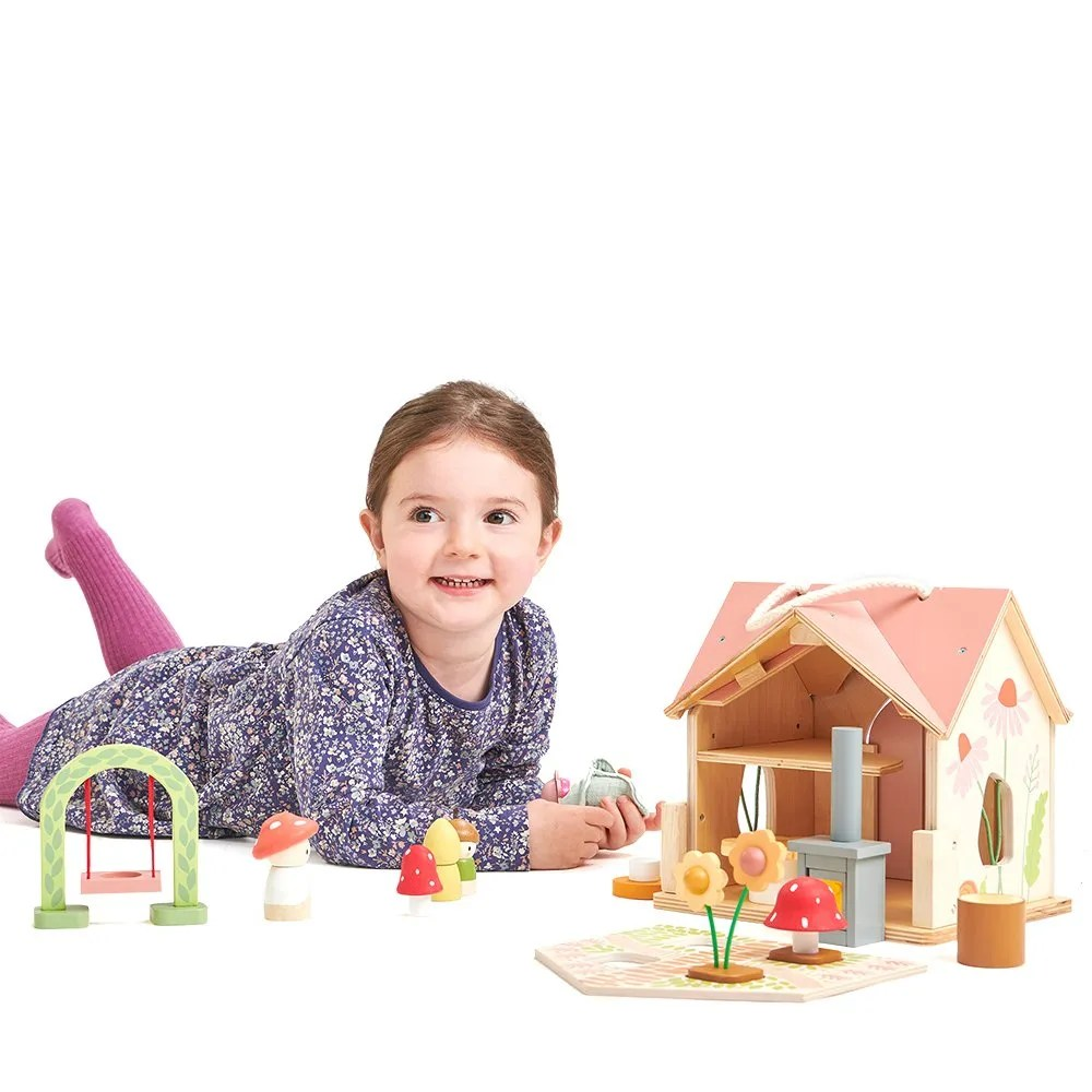 TL8381 rosewood cottage with girl