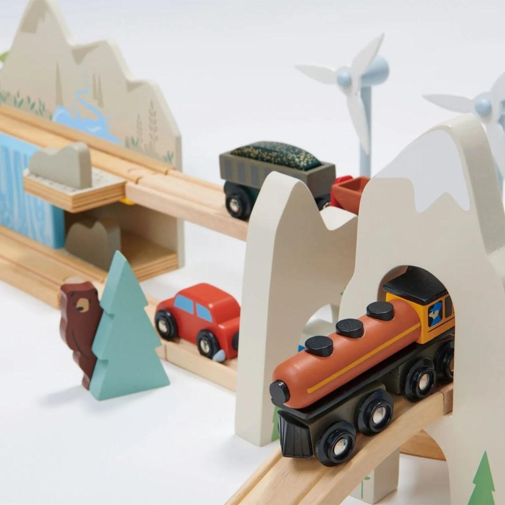 TL8703-mountain-view-train-set-24
