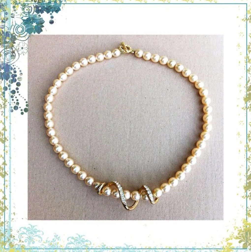 Faux Pearls Necklace 2