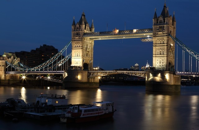 Full-service flights to London from $904 return. All departure cities under $1000 return!