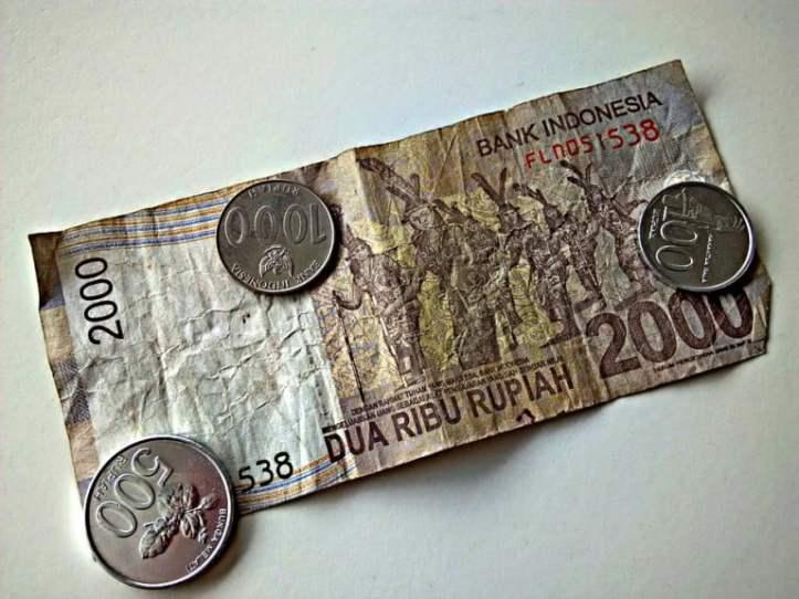 Indonesische Rupien Geld abheben in Indonesien