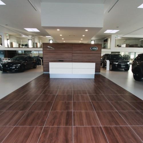 Fliesenverlegung für Gewerbe-Kunden, Autohaus Jaguar Brückner & Hofmann in Würzburg.