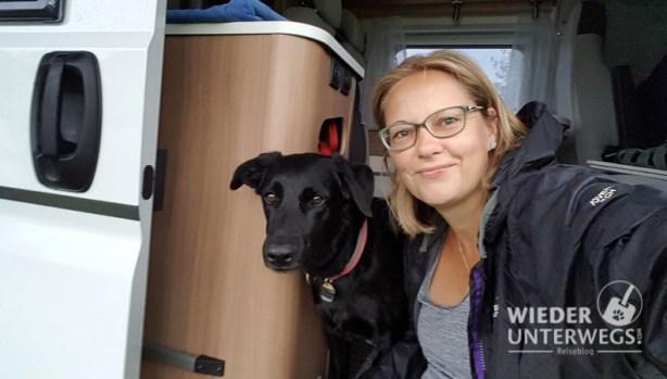 Angelika Camping mit Hund