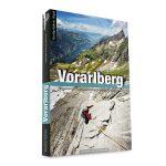 DAs Bild zeigt den passenden Kletterführer zum Thema Klettern Silvretta. Zu sehen ist ein Cover des Alpinkletterführers Vorarlberg mit einem Kletterer auf grauer Felsplatte und Schneefeld und grüner Wiese im Hintergrund.