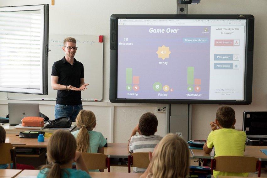 Lehrer in Klasse