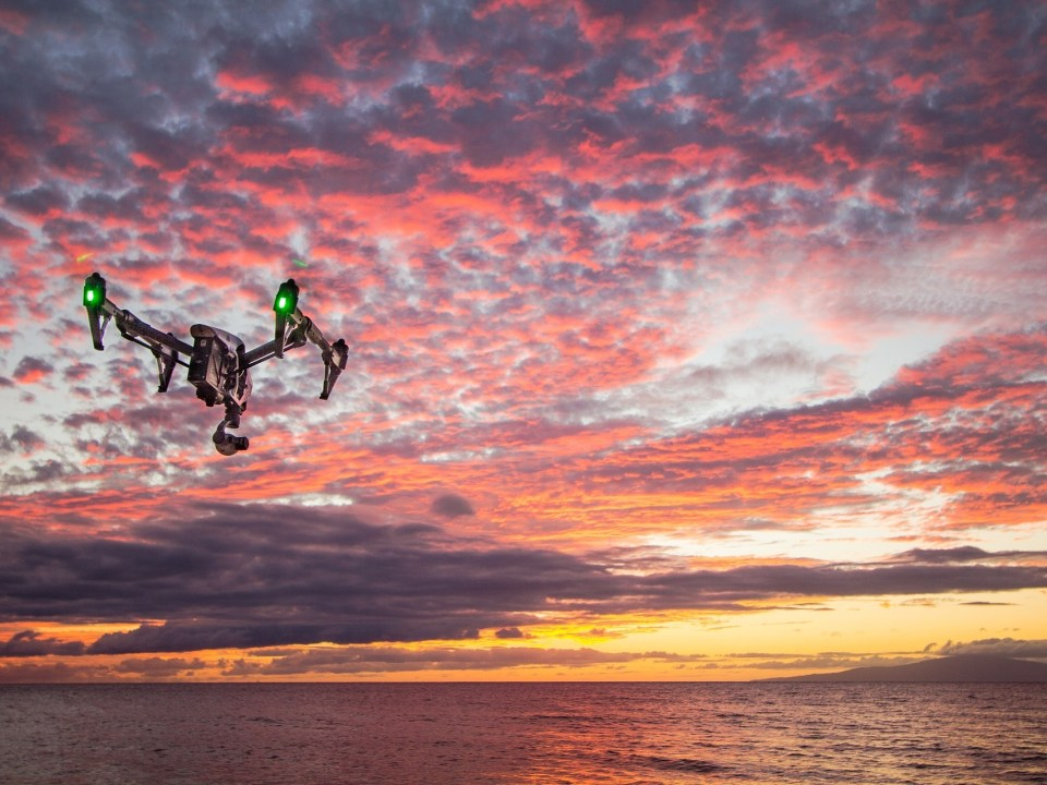 Drohne mit Sonnenuntergang