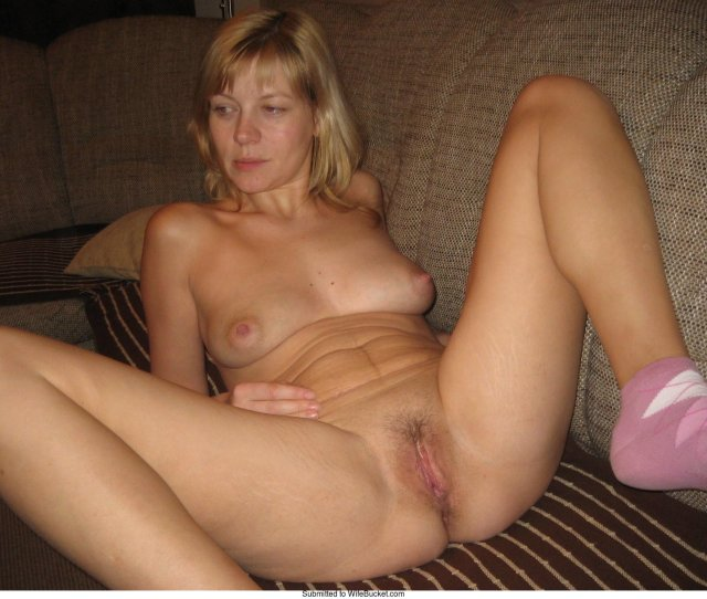 Wifebucket Naked Wives  Wifebucket Offical Milf Blog