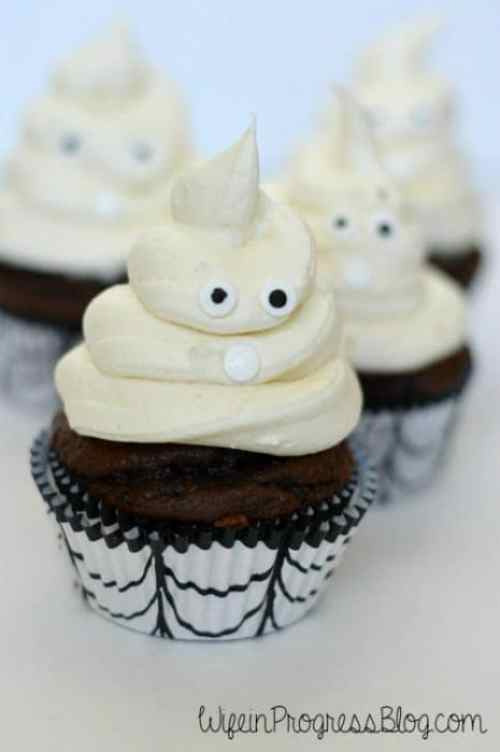 Halloween Ghost Cupcakes from WifeinProgressBlog.com