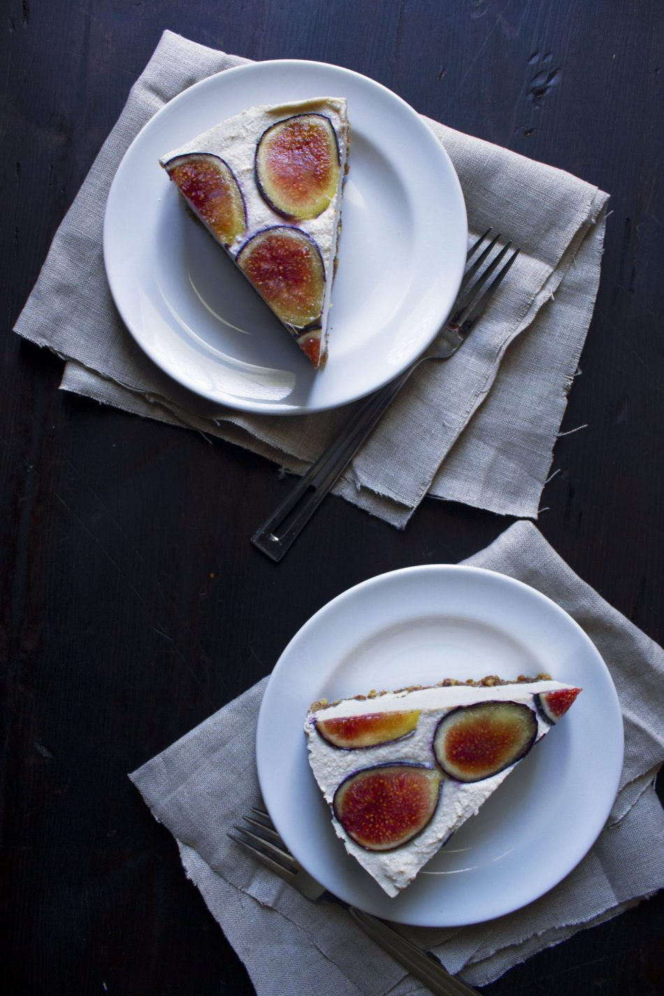 "Vegan No-Bake ""Cheesecake"" With Fresh Fruit 