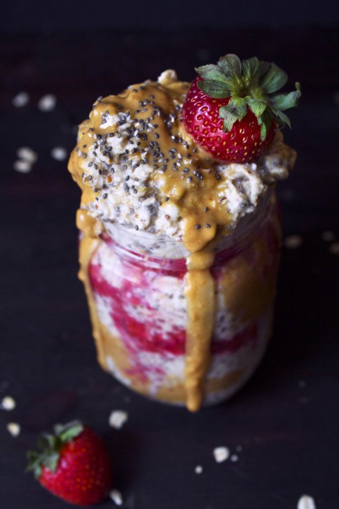 Peanut Butter & Chia Jelly Overnight Oats | Raw chia jelly recipe included!