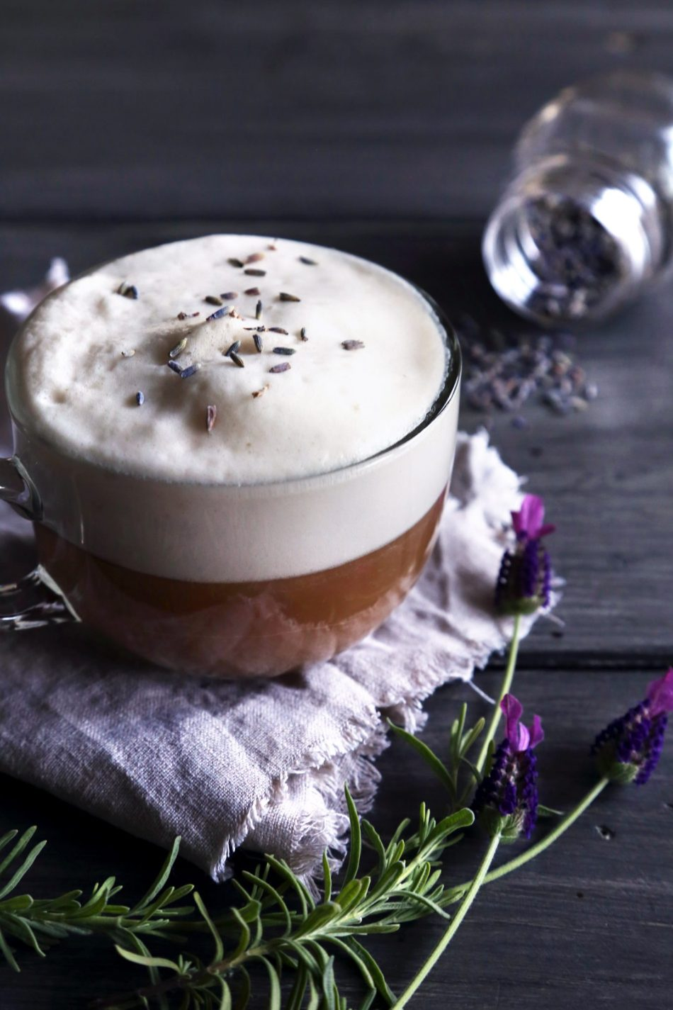Almond Milk London Fog {Lavender Earl Grey Tea Latte} | Vegan friendly and free of dairy and refined sugar.