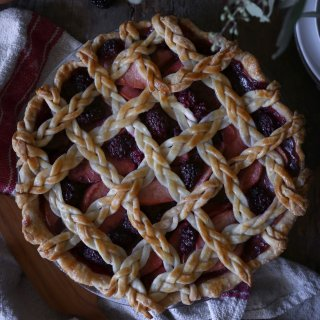 apple-berry-pie-close-up