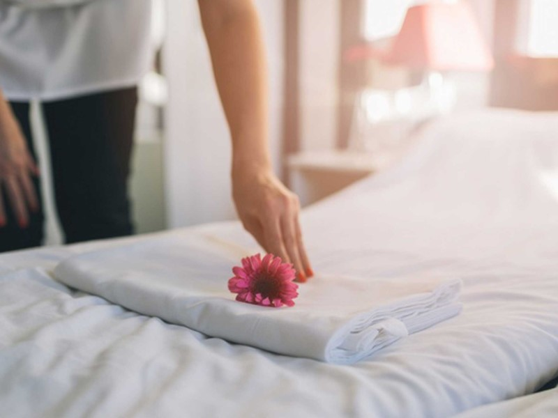 house-keeping-bed-making