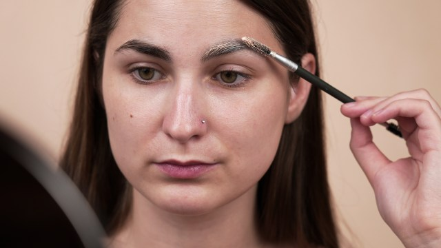 23 Ways to Lighten Your Eyebrows Without Bleach - wikiHow