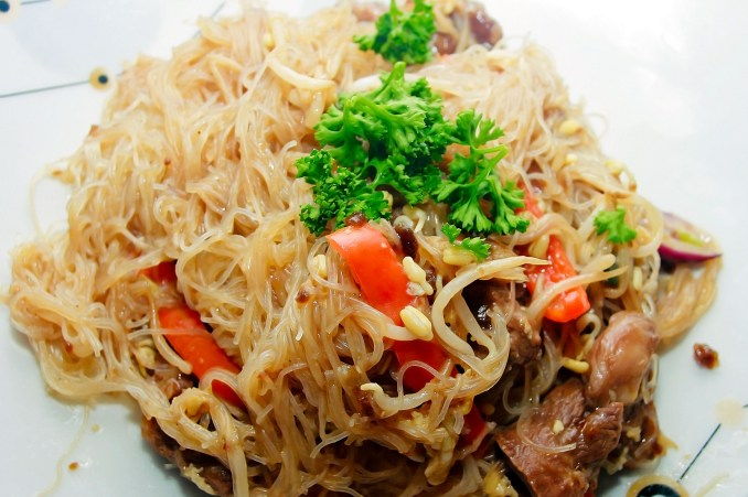 How to Make Singapore Noodles: 7 Steps (with Pictures