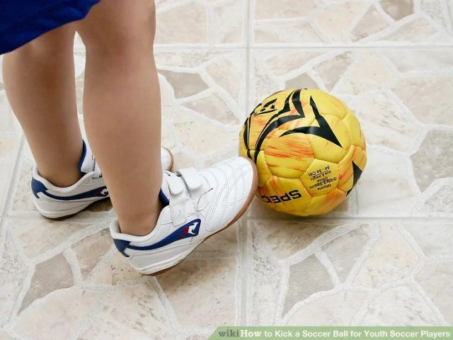 Image titled Kick a Soccer Ball for Youth Soccer Players Step 3