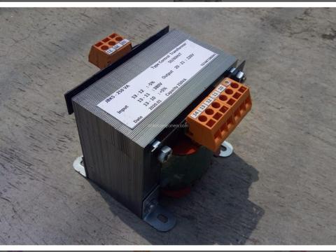 Salah satu contoh Trafo Kontrol ( Control Transformer ) yang paling banyak dipergunakan pada mesin produksi dan tool.