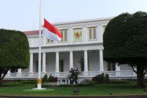 Pria Bugil Berusaha Masuk Ke Istana Kepresidenan