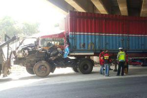 2 Truk dan Bus Terlibat Tabrakan Beruntun di Jalan Surabaya-Ngawi