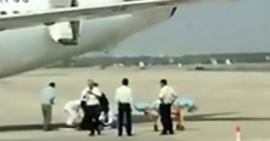 pramugari China Eastern Airlines Terjatuh