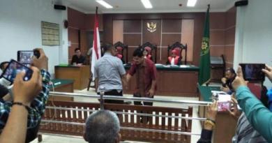 Brigjen Yan Fitri Jabat Tangan Terdakwa Kasus Pencemaran Nama baik