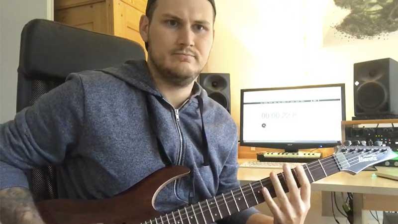 """Guitarrista toca riff de """"Some Kind Of Monster"""" por duas horas"""