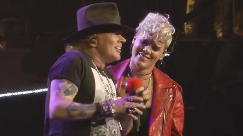 "Guns N' Roses: Cantora P!nk se junta a banda para ""Patience"" em Nova York"