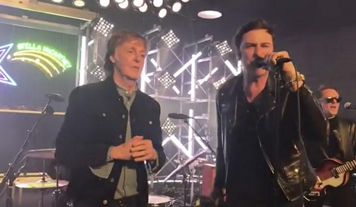 "Paul McCartney toca ""Helter Skelter"" com integrantes do Muse"