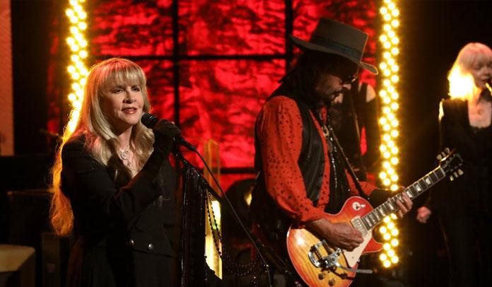 Fleetwood Mac faz primeira apresentação na TV com formação nova