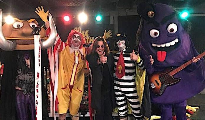Ozzy Osbourne se diverte em encontro com Mac Sabbath