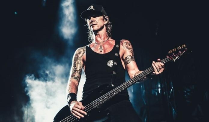 """Duff McKagan lança nova música """"Tenderness"""" sobre unidade e paz"""