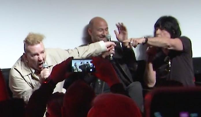 Johnny Rotten e Marky Ramone brigam e trocam insultos em entrevista