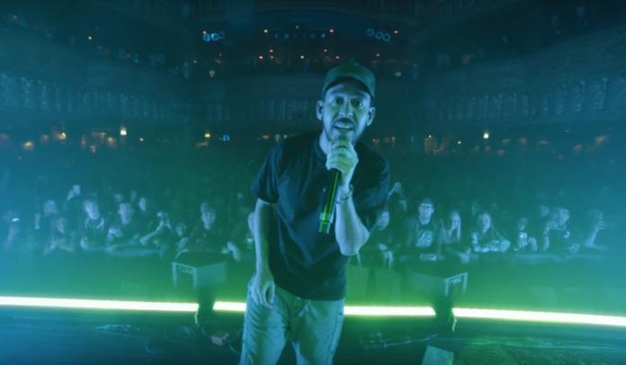 """Mike Shinoda no clipe de """"I.O.U."""""""