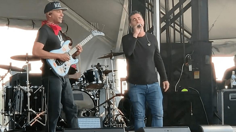 """Serj Tankian e Tom Morello tocam """"Like a Stone"""" em homenagem a Chris Cornell"""