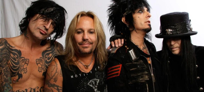 "Mötley Crüe lança clipe de ""Take Me To The Top"""