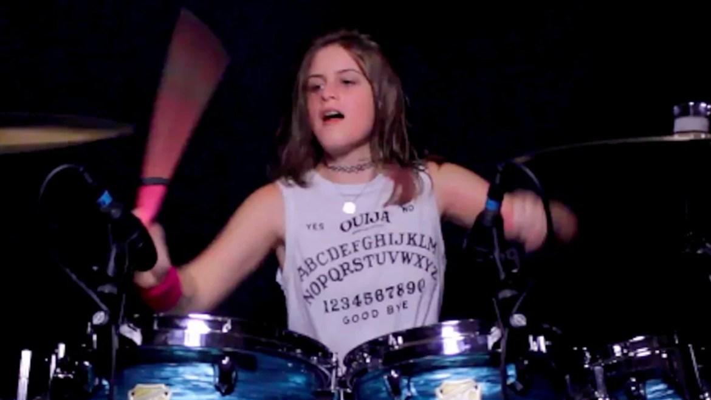 """Garota de 14 anos faz cover de """"Unsainted"""" do Slipknot"""