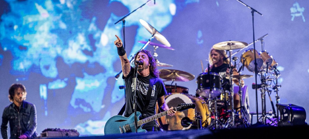 Taylor Hawkins do Foo Fighters usa seu bumbo para zoar Noel Gallagher