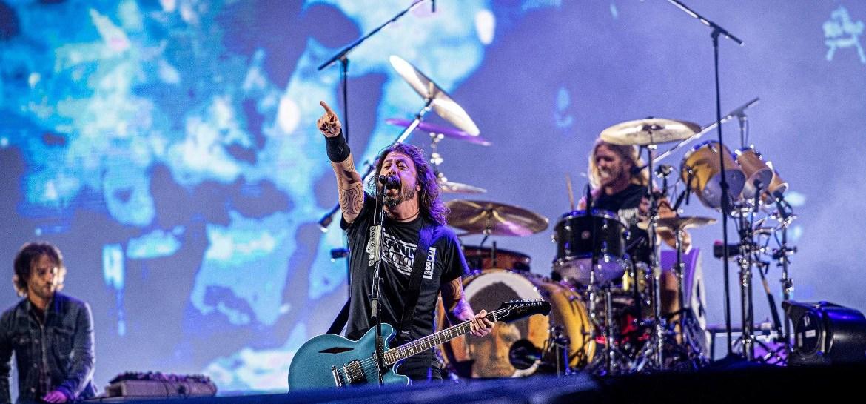 Taylor Hawkins do Foo Fighters usa seu bumbo para zoar Noel Gallagher