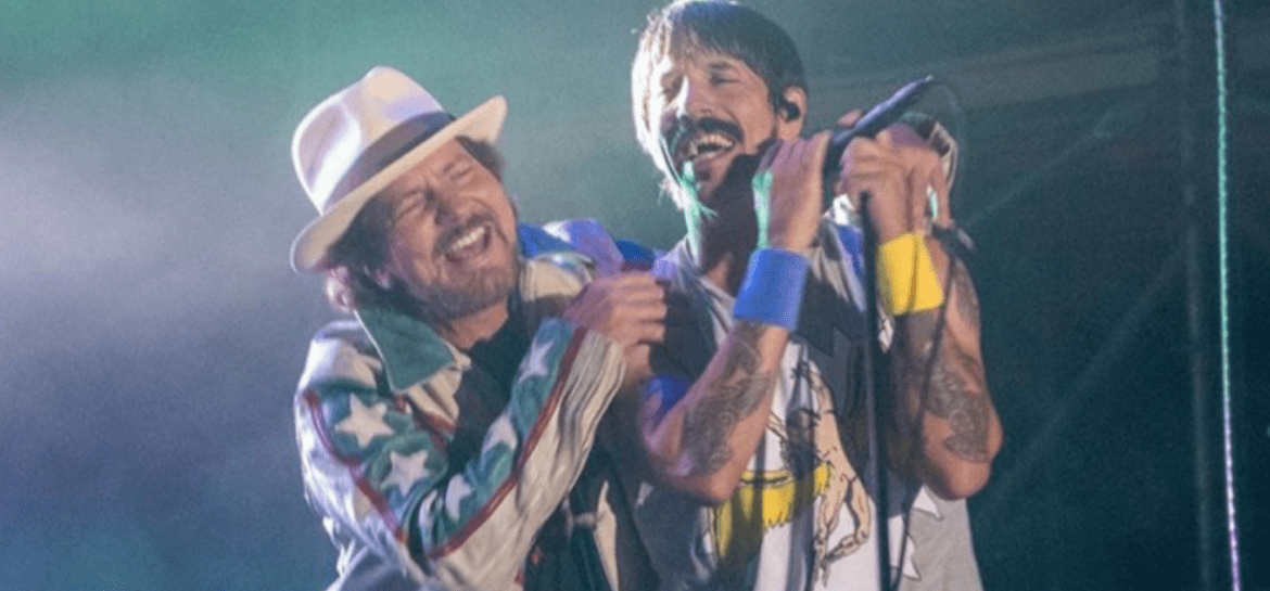 Eddie Vedder faz cover de Prince e Jimi Hendrix com Red Hot Chili Peppers em show