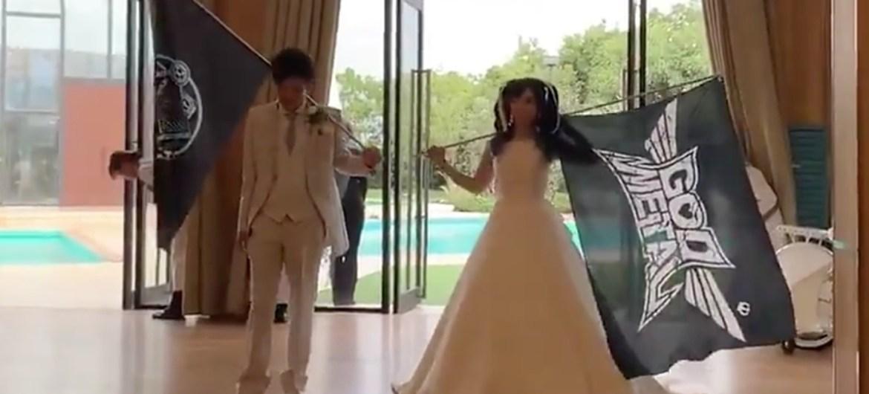 Recém-casados ao som de Babymetal