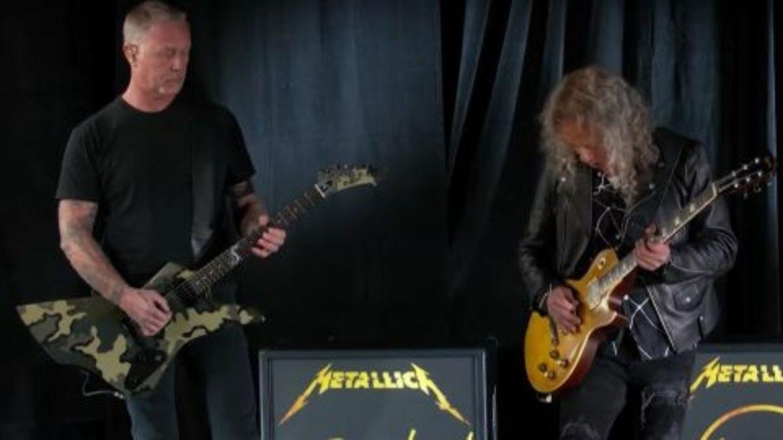 James Hetfield e Kirk Hammett tocando o hino dos EUA