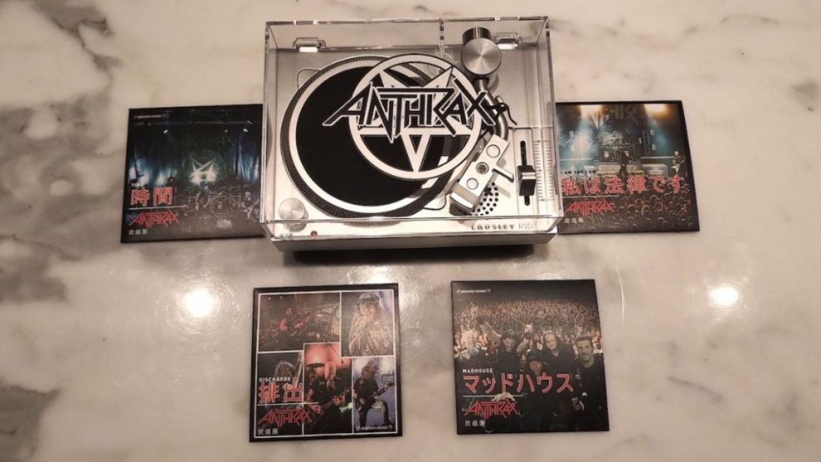 Mini vitrola e LPs de 3 polegadas do Anthrax