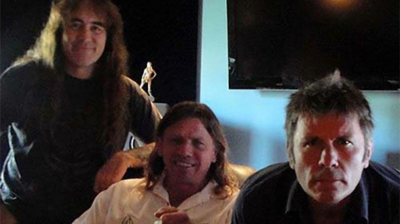 Steve Harris, Kevin Shirley e Bruce Dickinson em estúdio