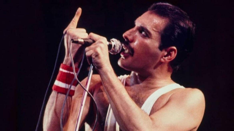 Freddie Mercury se apresenta no Rock In Rio 1985