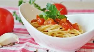 espaguetis con tomate